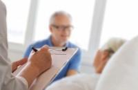 Symbolbild, Arzt und Patienten im Gespräch